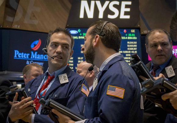 Traders work on the floor of the New York Stock Exchange March 2, 2015. REUTERS/Brendan McDermid