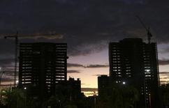 Prédios residenciais sendo construídos, em Fortaleza. 14/07/2014 REUTERS/Nacho Doce