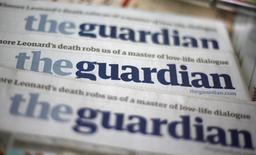 Guardian Media Group, maison mère du quotidien éponyme, s'attend à creuser ses pertes au cours des prochaines années en raison de ses investissements liés à la mutation du secteur de la presse. /Photo d'archives/REUTERS/Suzanne Plunkett