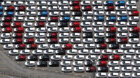 Unos vehículos de Ford estacionados en la planta de la compañía en Sao Bernardo do Campo, Brasil, feb 12 2015. Brasil y México acordaron el lunes mantener una cuota de exportación para vehículos casi sin cambios, en una victoria para el país sudamericano para proteger a su industria y limitar su déficit comercial. REUTERS/Paulo Whitaker