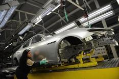 Usine Maserati à Grugliasco, près de Turi. La production industrielle en Italie a été nettement plus faible que prévu en janvier, en baisse de 0,7% par rapport au mois précédent, plombant l'espoir de voir le pays sortir de trois années de récession. /Photo prise le 22 mai 2014/REUTERS/Giorgio Perottino