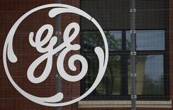 Le géant américain General Electric a l'intention de créer un pôle spécialement dédié aux renouvelables et de le localiser à Paris après le rachat du pôle énergie d'Alstom. /Photo d'archives/REUTERS/Vincent Kessler