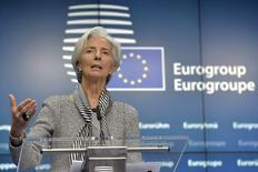 la directora gerente del Fondo Monetario Internacional, Christine Lagarde, en una rueda de prensda en Bruselas, feb 20 2015. Las políticas monetarias contrapuestas son un riesgo para la economía mundial, dijo el miércoles la directora gerente del Fondo Monetario Internacional, Christine Lagarde, en una visita a Berlín.  REUTERS/Eric Vidal