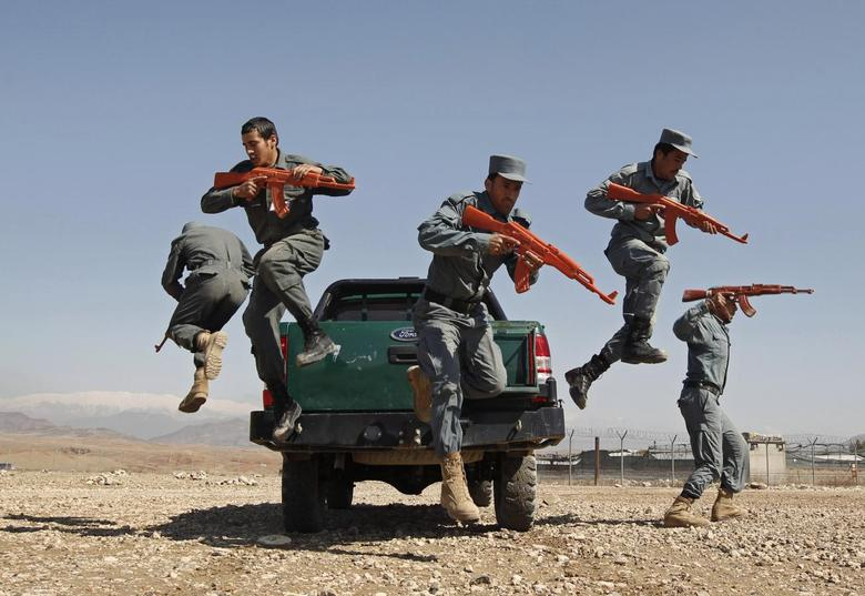Afghan policemen display their skills at a police training centre in Nangarhar Province March 9, 2015.   REUTERS/Parwiz