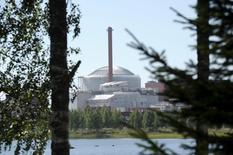 """Un rapprochement opérationnel entre EDF et Areva devrait être signé """"dans les prochaines semaines"""" en Finlande là où le groupe nucléaire français doit réaliser le réacteur EPR Olkiluoto 3 (photo), un chantier qui connaît d'importants retards et surcoûts. /Photo d'archives/REUTERS/Heikki Saukkomaa/Lehtikuva"""