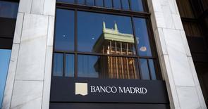 El Banco de España anunció el lunes que los administraciones provisionales de Banco de Madrid, filial del andorrano BPA, han acordado solicitar el concurso de acreedores y suspender la operativa de la entidad. En la imagen, el logo de Banco de Madrid en su sede en la capital española el 11 de marzo de 2015. REUTERS/Andrea Comas