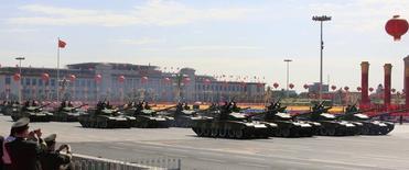 Военный парад на площади Тяньаньмэнь в Пекине. 1 октября 2009 года. Китай обогнал Германию, став третьим в мире экспортером оружия, сообщил в понедельник исследовательский институт, расположенный в Стокгольме. REUTERS/David Gray