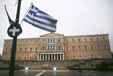 A Greek national flag flutters in front of the parliament building during heavy rainfall in Athens March 13, 2015.  REUTERS/Alkis Konstantinidis