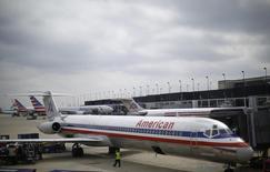 Le titre American Airlines figure au rang des valeurs à suivre ce mardi sur les marchés américains, après l'annonce de son entrée dans le S&P-500 le 20 mars après la clôture en remplacement d'Allergan. /Photo prise le 2 octobre 2014/REUTERS/Jim Young