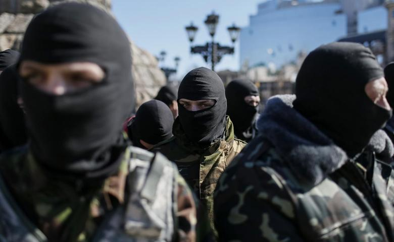 A member of the Organization of Ukrainian Nationalists (OUN) waits to depart to the frontline in eastern Ukraine, in central Kiev, March 17, 2015.  REUTERS/Gleb Garanich