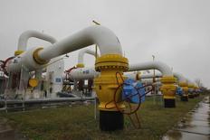 Газокомпрессорная станция в Сумской области. 16 октября 2014 года. Украина собирается отказаться от закупок российского газа с 1 апреля, когда цена вырастет, поскольку ей выгоднее покупать топливо в Европе, сказал министр энергетики. REUTERS/Valentyn Ogirenko