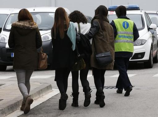 An assistant (R) escorts people believed to be family members of those killed in Germanwings plane crash as they arrive at Barcelona's El Prat airport March 24, 2015. REUTERS-Gustau Nacarino