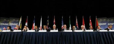 Australia's Trade Minister Andrew Robb (C) speaks at a news conference at the end of the Trans Pacific Partnership (TPP) meeting of trade representatives in Sydney, October 27, 2014.   REUTERS/Jason Reed