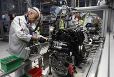"""Employees of French carmaker PSA Peugeot Citroen work on the new engine """"EB"""" assembly line at the company engines factory in Tremery near Metz, North Eastern France, December 1, 2011. REUTERS/Vincent Kessler"""