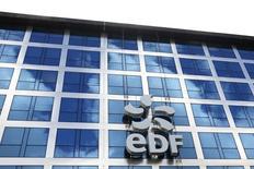 EDF, à suivre vendredi à la Bourse de Paris. Le groupe n'exclut plus de prendre une participation dans une large partie des activités d'Areva, en particulier dans les centrales, rapporte le journal les Echos dans son édition de vendredi. /Photo d'archives/REUTERS/Benoît Tessier