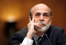 El ex presidente de la Reserva Federal Ben Bernanke en el Capitolio en Washington, jul 22 2009. El ex presidente de la Reserva Federal Ben Bernanke lanzó el lunes un blog que le da un nuevo púlpito para plantear un argumento viejo: por qué las tasas de interés tienen que estar tan bajas.  REUTERS/Kevin Lamarque