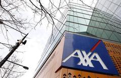 Axa, qui a finalisé le rachat de BRE Assurance, la filiale d'assurance dommages de mBank en Pologne, pour près de 140 millions d'euros, à suivre mardi à la Bourse de Paris. /Photo d'archives/REUTERS/Mick Tsikas