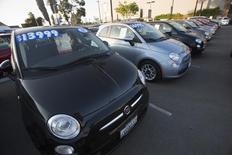 Les automobilistes américains ont repris goût en mars pour les voitures neuves, en particulier pour les véhicules de luxe et les gros modèles, mais tous les constructeurs n'ont pas profité de cette amélioration du marché. Les ventes de véhicules neufs ont progressé de 0,6% sur un an. /Photo d'archives/REUTERS/Mario Anzuoni