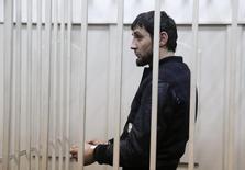 Заур Дадаев в камере в зале суда в Москве. 8 марта 2015 года. Комитет ООН по правам человека потребовал от России расследовать утверждения арестованного Заура Дадаева о том, что тот под давлением сознался в убийстве оппозиционного политика Бориса Немцова. REUTERS/Tatyana Makeyeva