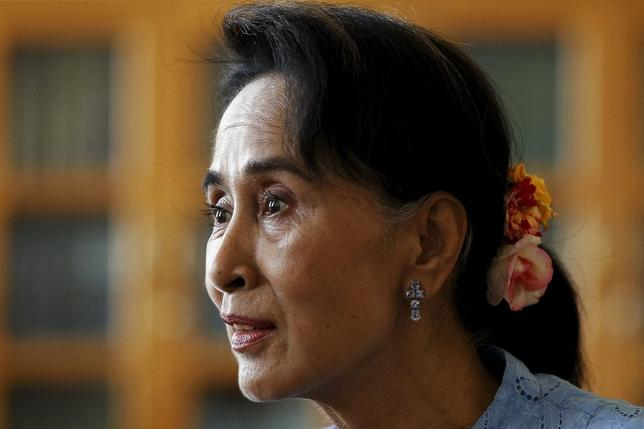 Myanmar's pro-democracy leader Aung San Suu Kyi talks to Reuters reporters during an exclusive interview in her office at the parliament in Nyapyitaw April 3, 2015. REUTERS/Soe Zeya Tun