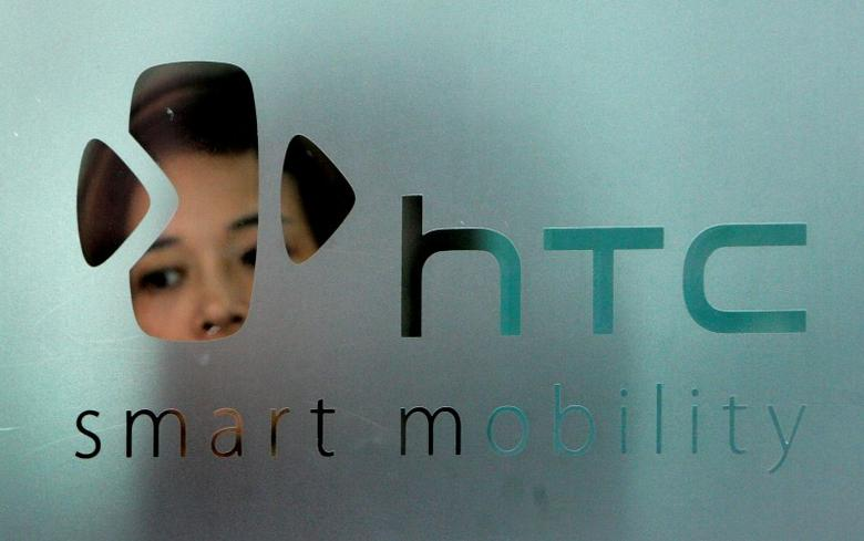 The logo of HTC is seen in Taipei September 24, 2008. REUTERS/Pichi Chuang