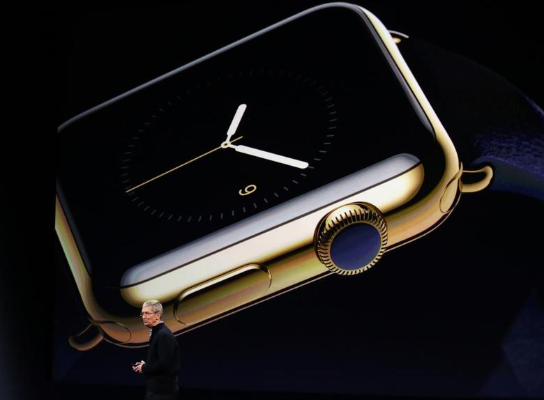 Apple CEO Tim Cook introduces the Apple Watch during an Apple event in San Francisco, California March 9, 2015.  REUTERS/Robert Galbraith