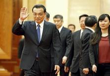Primeiro-ministro chinês, Li Keqiang, durante encontro em Pequim.  14/04/2015  REUTERS/Shigeru Nagahara/Kyodo News/Pool