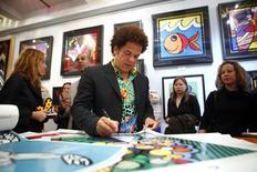 Artista Romero Britto em galeria em Nova York. 02/04/2009. REUTERS/Eric Thayer
