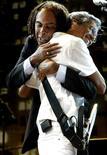 Caetano Veloso e Gilberto Gil em show pelos 450 anos de São Paulo. 24/1/2004 REUTERS/Paulo Whitaker