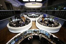 Помещение фондовой биржи во Франкфурте-на-Майне. 3 марта 2014 года. Европейские фондовые рынки разнонаправленны после ралли в начале недели. REUTERS/Ralph Orlowski