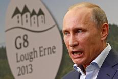 """Президент России Владимир Путин во время саммита G8 в Северной Ирландии 18 июня 2013 года. Кремль сдержанно прокомментировал заявление стран """"Большой семерки"""" о том, что та оставляет двери открытой для возвращения России, если та будет уважать договоренности о мире на Украине. REUTERS/Yves Herman"""