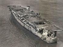Vista aérea do porta-aviões da Segunda Guerra Mundial USS Independence ancorado na Baía de San Francisco, na Califórnia, Estados Unidos, em janeiro de 1951. REUTERS/San Francisco Maritime National Historical Park/Divulgaçao