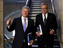 Canada's Prime Minister Stephen Harper (L) and Finance Minister Joe Oliver walk to the House of Commons to deliver the federal budget on Parliament Hill in Ottawa April 21, 2015. REUTERS/Patrick Doyle