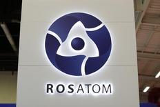 Логотип Росатома на выставке World Nuclear Exhibition 2014 во французском Ле-Бурже. 14 октября 2014 года. Правительства России и Аргентины подписали в четверг ряд документов о сотрудничестве по сооружению шестого энергоблока АЭС Атуча. REUTERS/Benoit Tessier