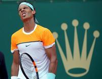 O tenista espanhol Rafael Nadal durante semifinal contra o sérvio Novak Djokovic no Masters de Monte Carlo, em Mônaco, no fim de semana. 18/04/2015 REUTERS/Jean-Paul Pelissier