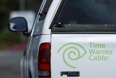 Грузовик Time Warner Cable в Сан-Диего 15 октября 2014 года. Совет директоров Comcast Corp решил отказаться от $45-миллиардного слияния с Time Warner Cable Inc, сказал Рейтер источник, знакомый с ходом обсуждения. REUTERS/Mike Blake
