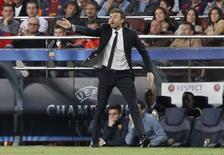 Técnico do Barcelona, Luís Enrique, durante partida contra o Paris St. Germain pela Liga dos Campeões, em Barcelona. 21/04/2015 REUTERS/Gustau Nacarino