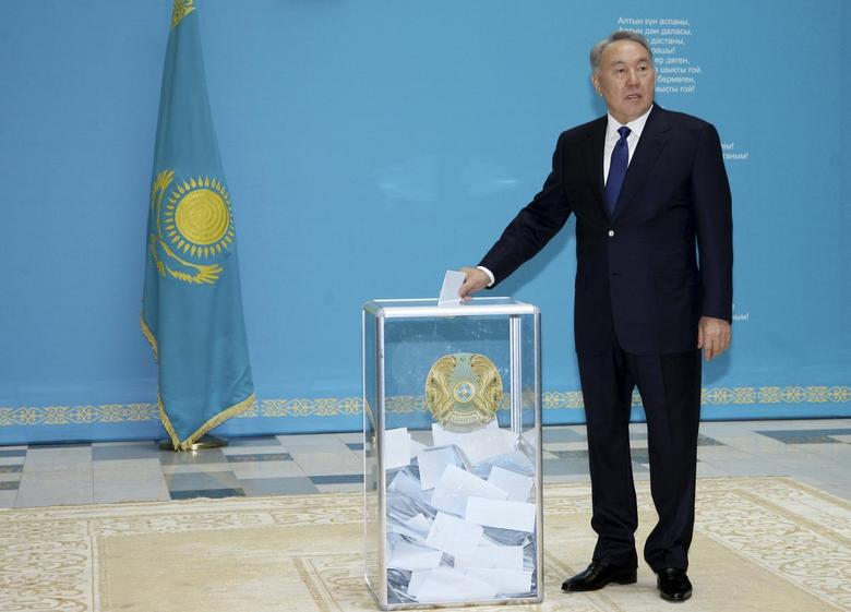 Kazakhstan's President and presidential candidate Nursultan Nazarbayev casts a ballot during a snap presidential election in Astana April 26, 2015. REUTERS/Mukhtar Kholdorbekov