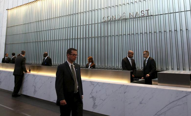 Conde Nast employees work in the lobby of the One World Trade Center tower in New York, United States, in this November 3, 2014 file photo. REUTERS/Mike Segar/Files