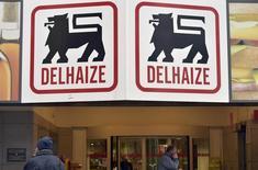 Le groupe de distribution belge Delhaize a publié mercredi un bénéfice d'exploitation trimestriel inférieur au consensus, conséquence des investissements consentis pour regagner de la clientèle en Belgique. /Photo prise le 21 février 2015/REUTERS/Eric Vidal