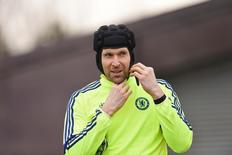 Petr Cech durante treino do Chelsea.  16/02/2015  Action Images via Reuters / Tony O'Brien Livepic