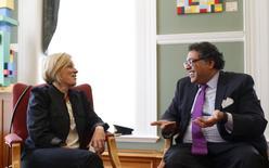 Alberta NDP Leader Rachel Notley meets with Mayor Naheed Nenshi in his office in Calgary, Alberta, April 30, 2015. REUTERS/Todd Korol