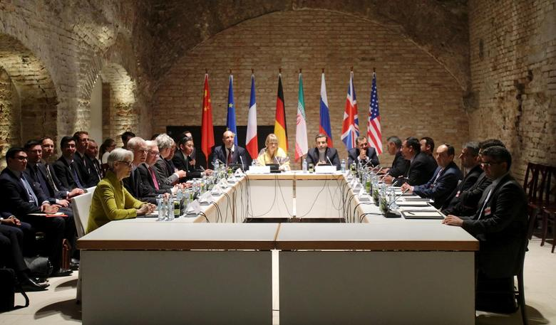 Negotiators of Iran and six world powers hold meeting on Iranian nuclear deal at the historic basement of Palais Coburg hotel in Vienna April 24, 2015.  REUTERS/Heinz-Peter Bader