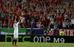 Aleix Vidal, do Sevilla, comemora após vencer a partida contra a Fiorentina pela semifinal da Liga Europa, em Sevilha, na Espanha, nesta quinta-feira. 07/05/2015 REUTERS/Marcelo del Pozo
