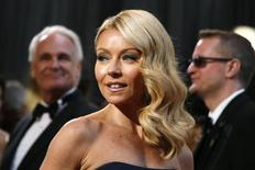 Televison personality Kelly Ripa arrives at the 85th Academy Awards in Hollywood, California February 24, 2013.  REUTERS/Lucy Nicholson