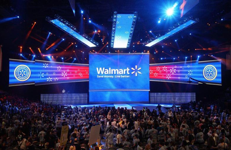 Walmart employees cheer at the Walmart U.S. associates meeting in Fayetteville, Arkansas in this June 4, 2014, file photo. REUTERS/Rick Wilking/Files