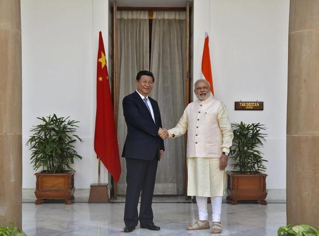 India's Prime Minister Narendra Modi (R) and China's President Xi Jinping shake hands during a photo opportunity ahead of their meeting at Hyderabad House in New Delhi September 18, 2014. REUTERS/Ahmad Masood