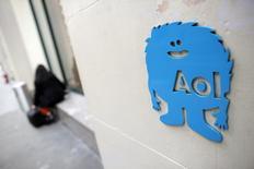 Verizon Communications a annoncé son intention de racheter AOL dans le cadre d'une opération d'environ 4,4 milliards de dollars (3,91 milliards d'euros). /Photo d'archives/REUTERS/Andrew Kelly