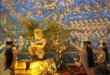 Estátua de deus-macaco devolvida por museu dos EUA ao Camboja. 12/05/2015 REUTERS/Samrang Pring