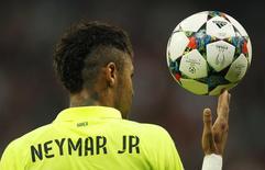 Neymar durante partida contra o Bayern de Munique na semifinal da Liga dos Campeões.   12/05/2015  Reuters / Ina Fassbender